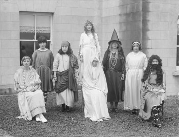 Children_in_costume_at_Our_Lady_of_Lourdes_school,_Rosbercon,_County_Wexford,_1930_(6558859659)